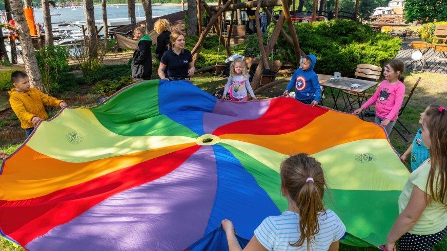 Dzieciom nie trzeba dużo, aby się dobrze bawić...